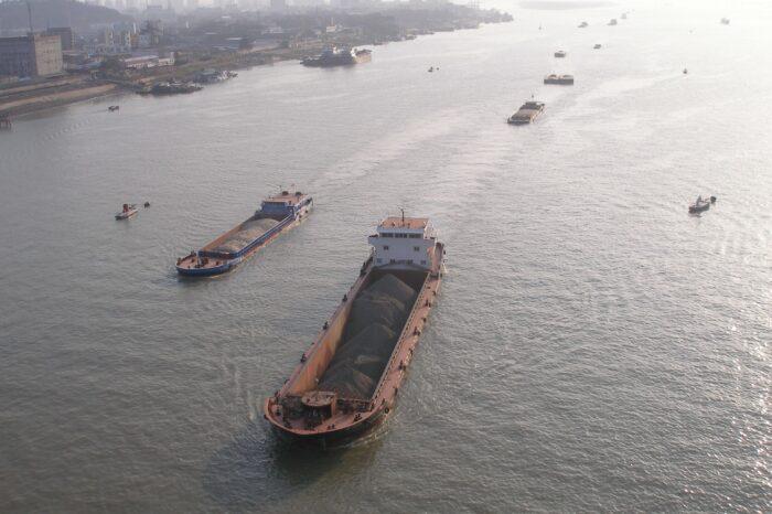 Вибух на танкері в Китаї: є жертви